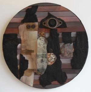 Siegfried Kühl Eine merkwürdige Familie, Wandplastik, rund, Metall, Alu, Holz, Durchmesser 60 cm
